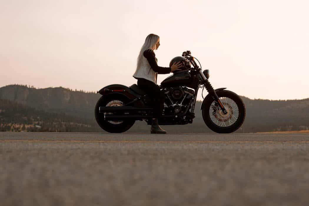 Choisir ses vêtements moto pour l'hiver Women-harley-davidson