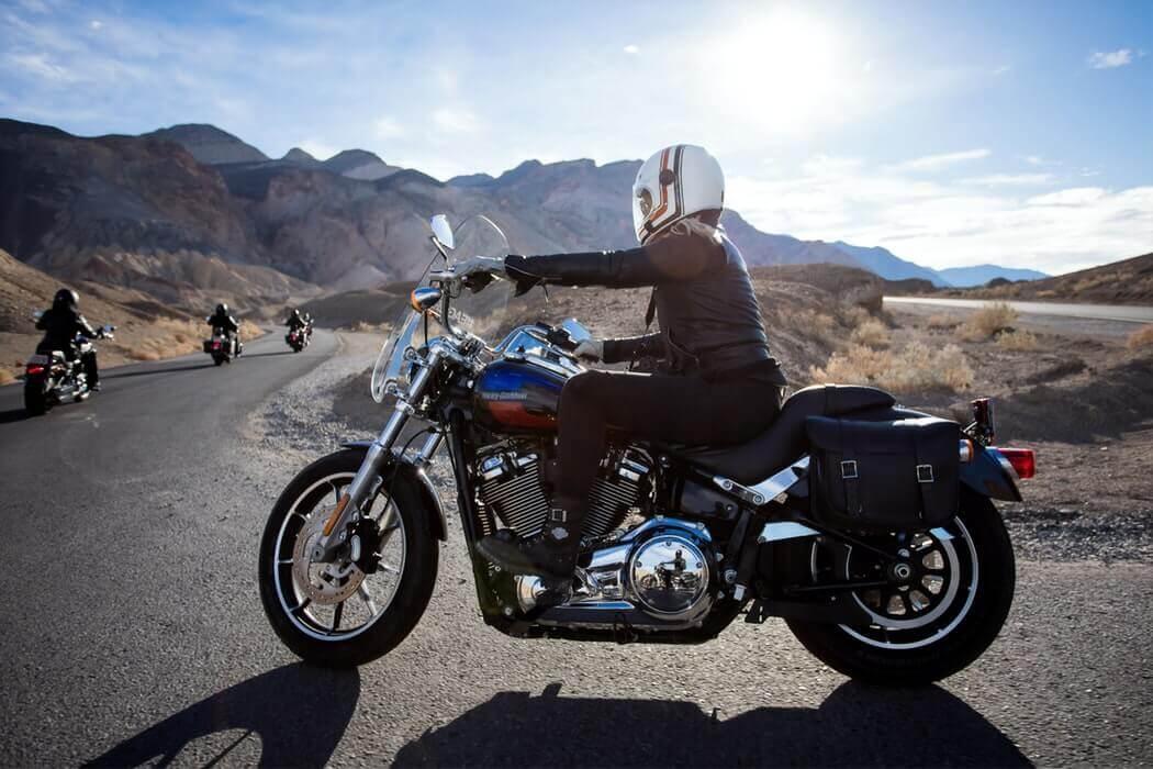 femme-moto-travail