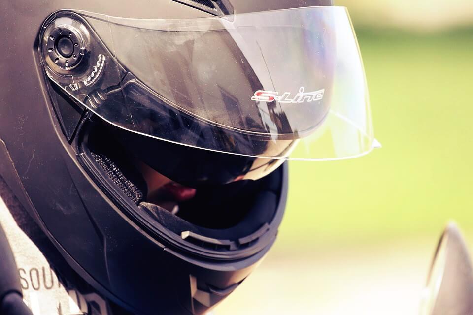 casque-moto-nettoyer-visiere