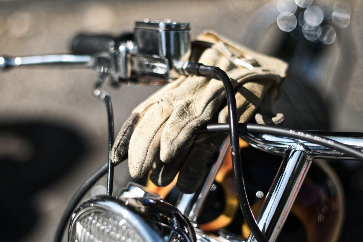 Choisir ses gants moto pour l'été  Gants-moto-1200x800