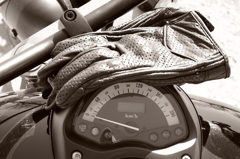 Choisir ses gants moto pour l'hiver  Gants-moto