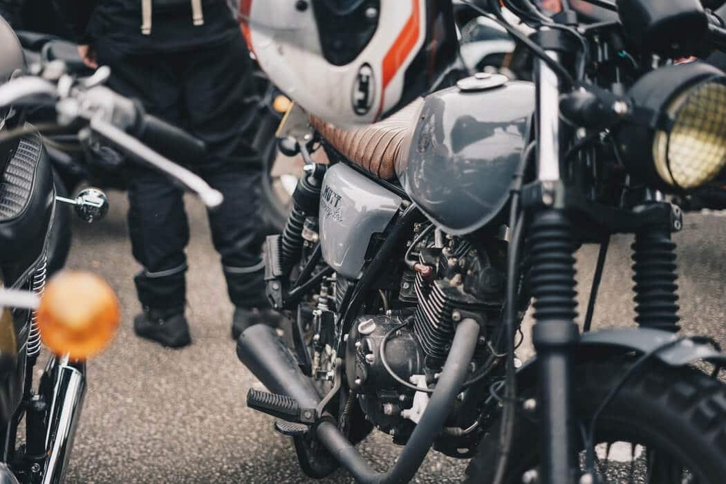 moto-casque-attache