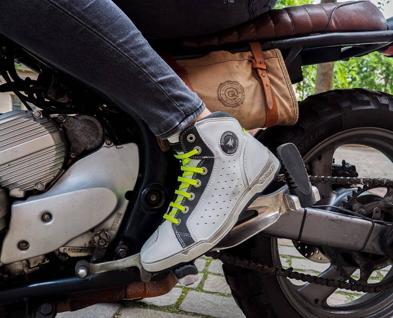 baskets-moto-sector-white